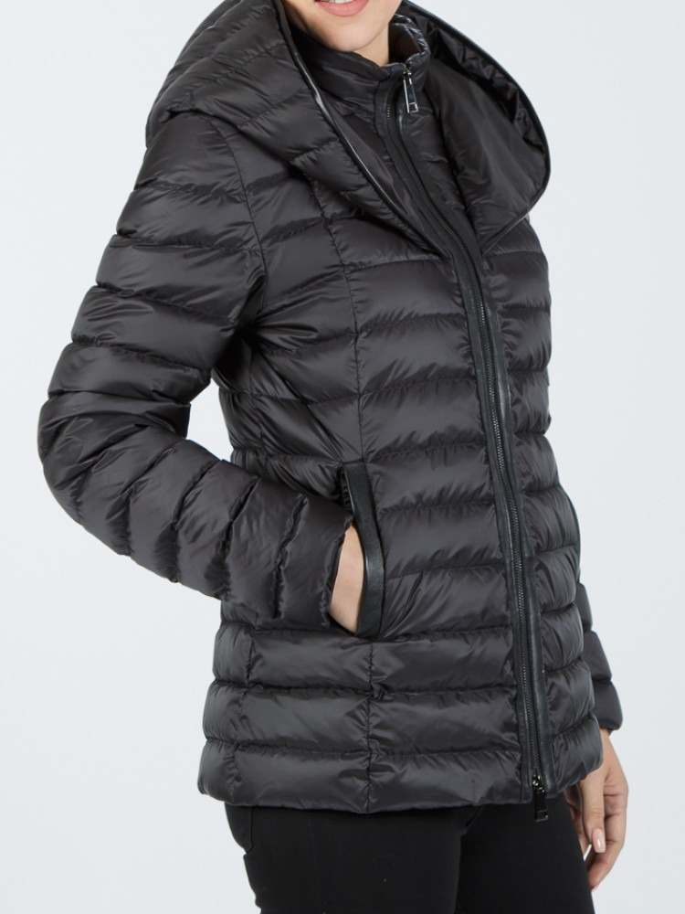 IT169 - Black down jacket with hood