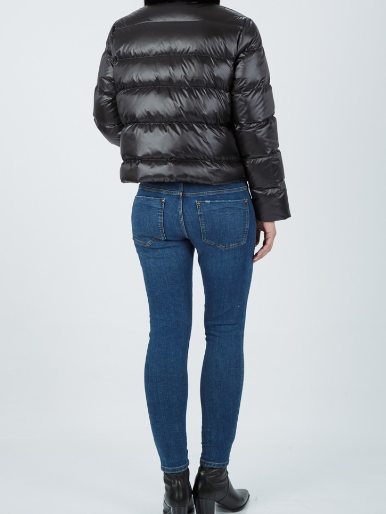 ST6 - Black down jacket with mink collar